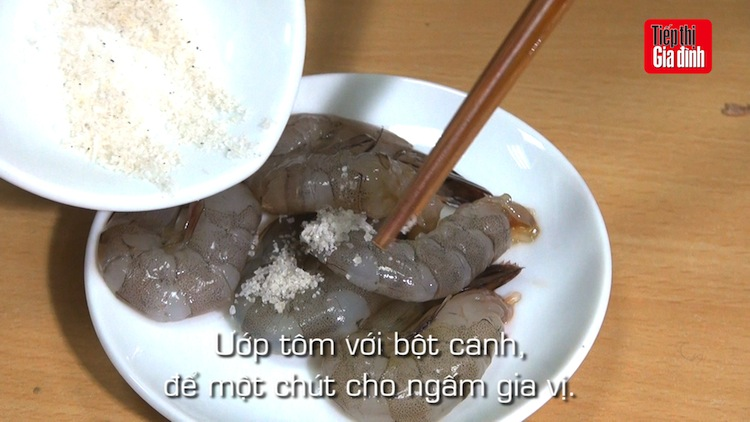 cach lam ca rot tom nuong hinh anh 6