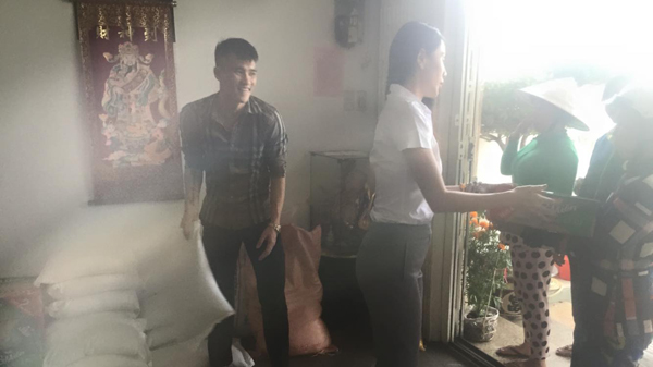 Thuy Tien Cong Vinh phat gao hinh anh 2