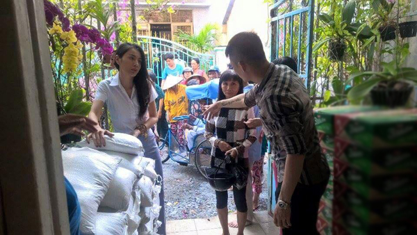 Thuy Tien Cong Vinh phat gao hinh anh